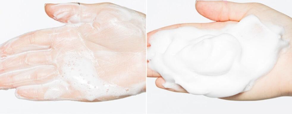 Sữa rửa mặt dạng bọt sẽ tạo bọt khi tiếp xúc với nước