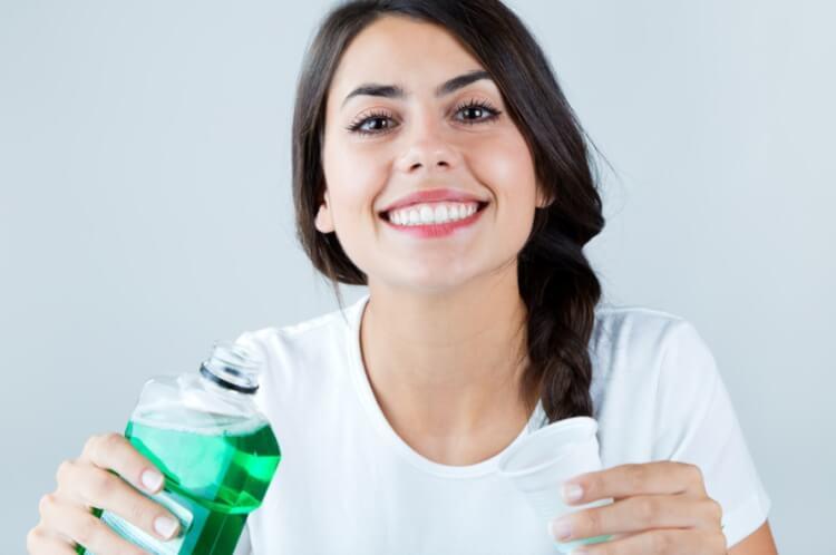Nước súc miệng nào tốt để sử dụng hàng ngày