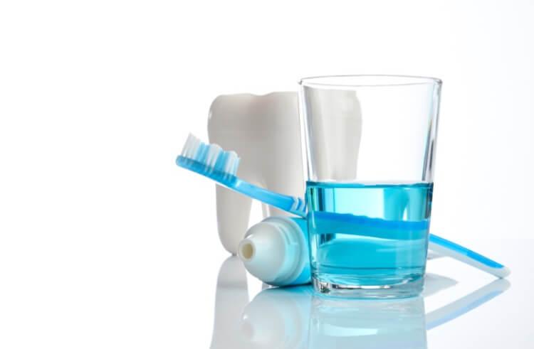 Nước súc miệng sát trùng có tác dụng mạnh nhất trong các loại nước súc miệng
