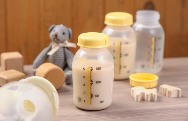Sữa mẹ để ngoài được bao lâu