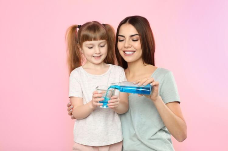 Trẻ em sử dụng nước súc miệng phải có sự giám sát của người lớn