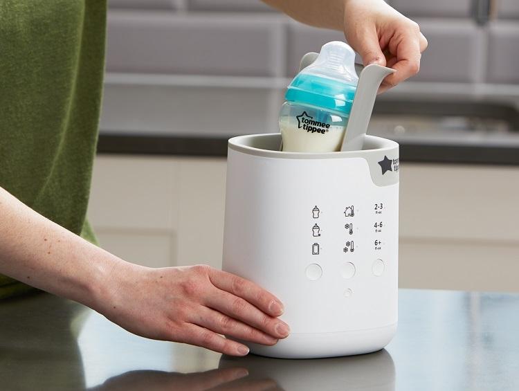 Máy hâm sữa thường đun nóng nước để hâm sữa