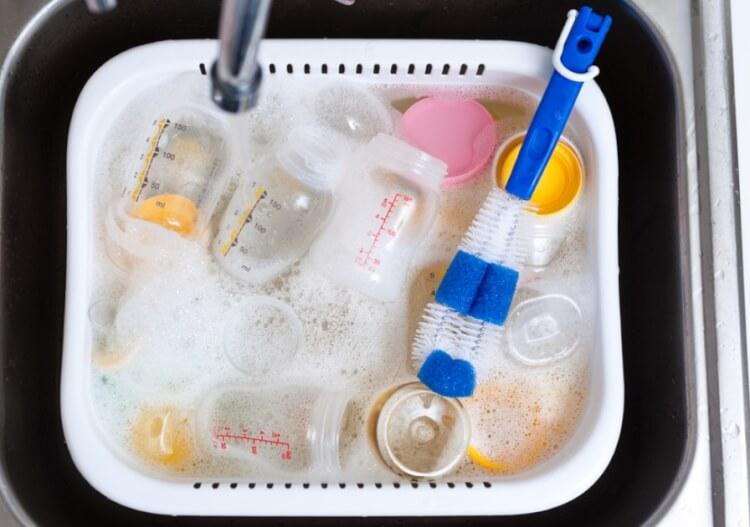 Không cần dùng đến xà phòng khi sử dụng máy tiệt trùng sữa