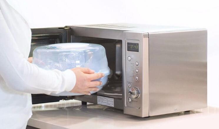 Máy tiệt trùng bình sữa bằng lò vi sóng thường có giá thành rẻ