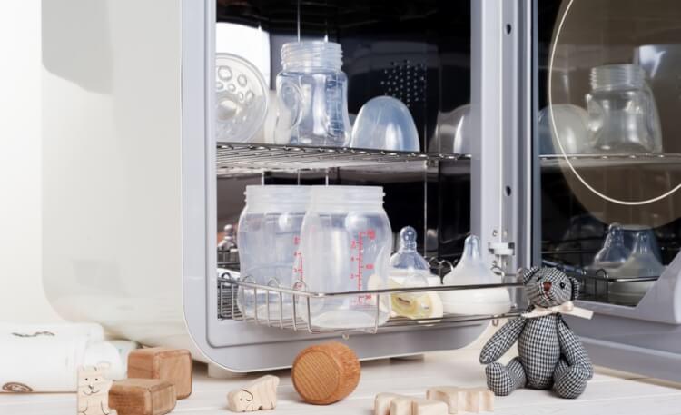 Máy tiệt trùng bình sữa bằng tia UV không phổ biến ở Việt Nam