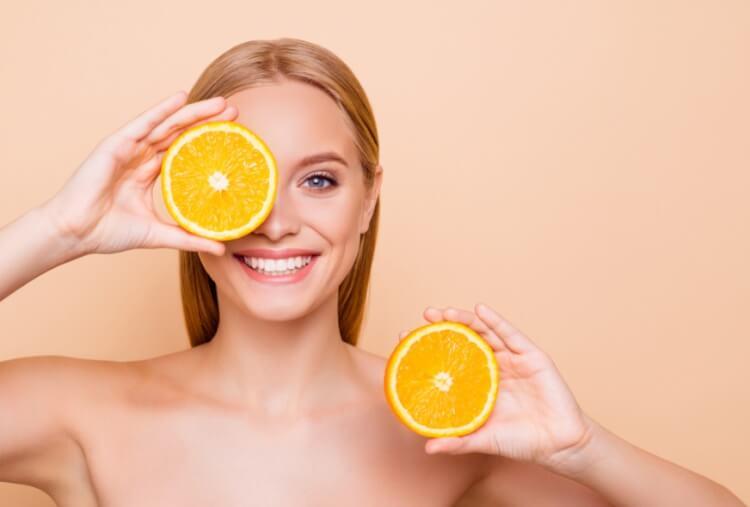 Vitamin C là thành phần cần thiết cho mọi loại da