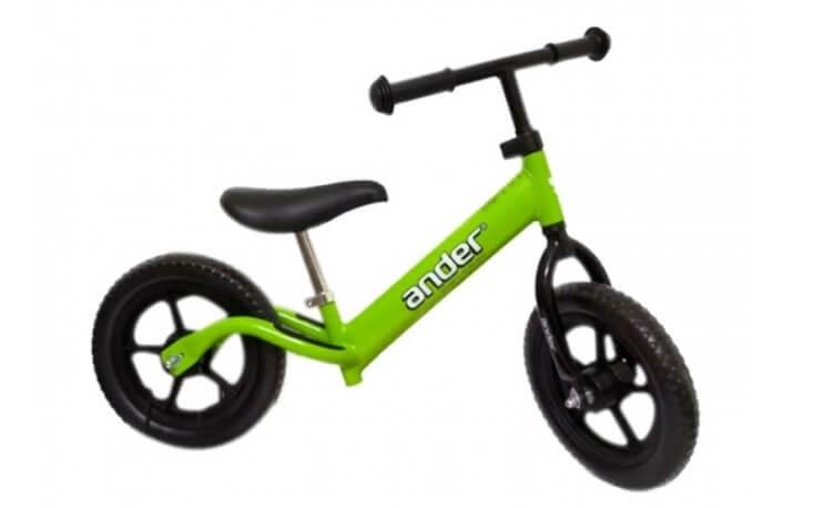 Xe thăng bằng Ander Basic được rất nhiều bố mẹ lựa chọn
