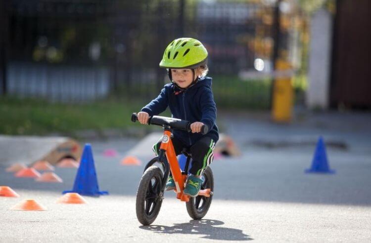 Xe thăng bằng cho bé loại nào tốt và an toàn