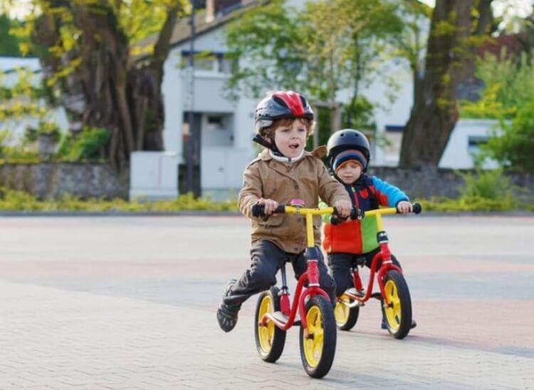 Xe thăng bằng giúp bé nhanh biết đi xe đạp hơn