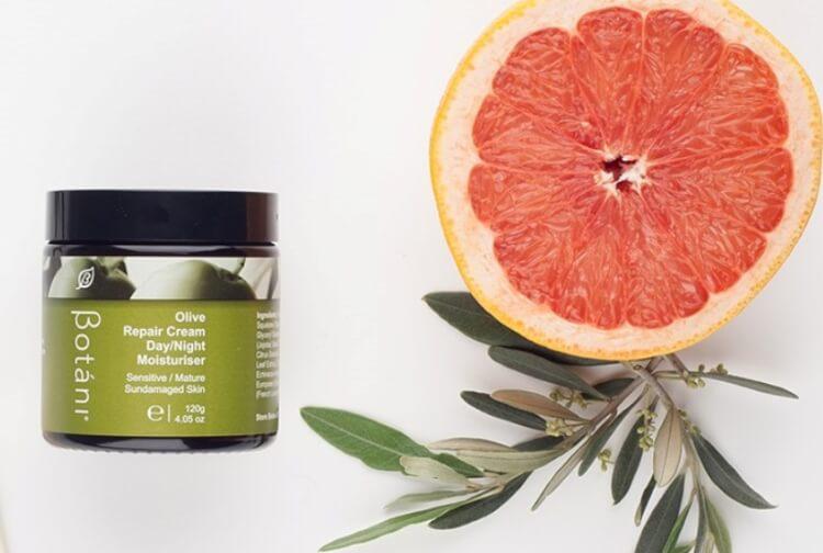 Kem dưỡng ẩm cho da nhạy cảm Botani Olive Repair Cream là sản phẩm hữu cơ