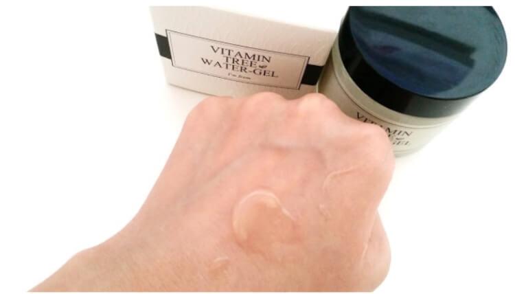 Kem dưỡng ẩm cho da nhạy cảm dễ nổi mụn Vitamin Tree water gel tan ngay vào da sau khi áp dụng