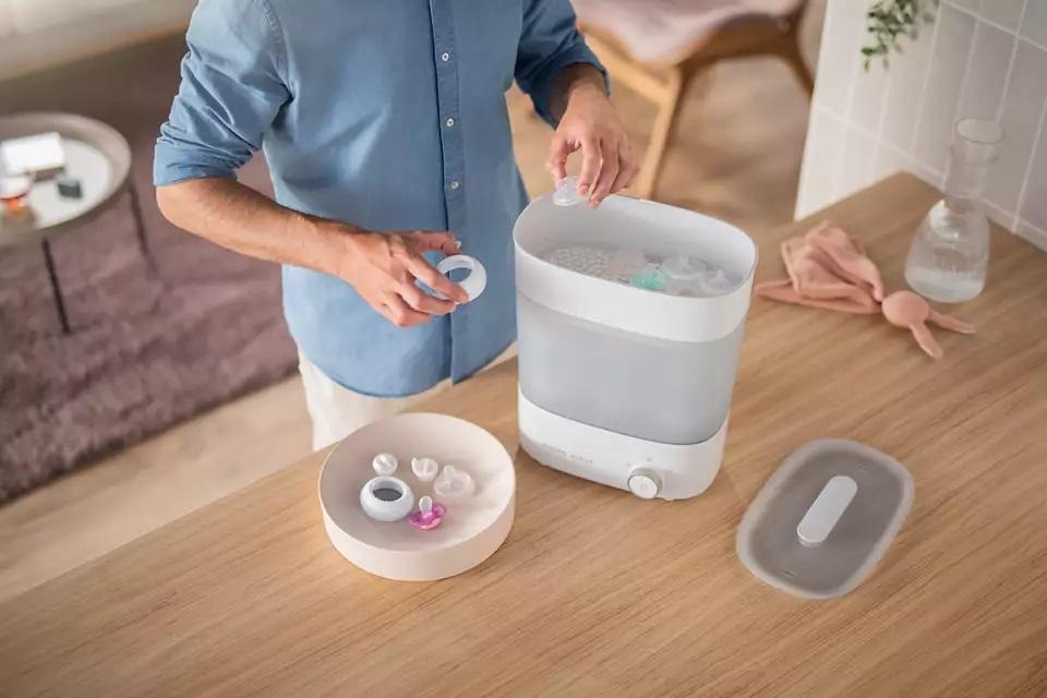 Nên chọn máy tiệt trùng bình sữa có thể sử dụng riêng lẻ từng khoang chứa sẽ tiện hơn